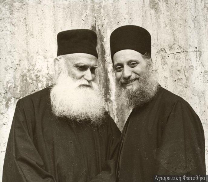 Схиархимандрит Эмилиан (Вафидис) с о. Ефремом Катунакским.jpg