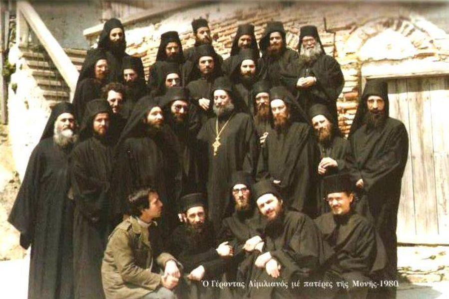 Схиархимандрит Эмилиан (Вафидис) с братством.jpg